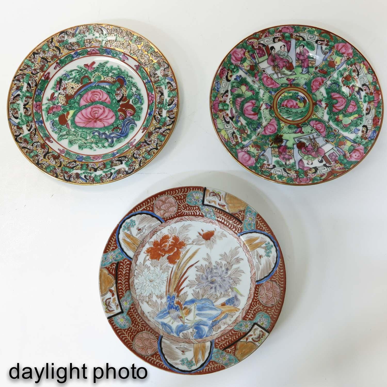 A Series of 8 Kutani Plates - Image 9 of 10