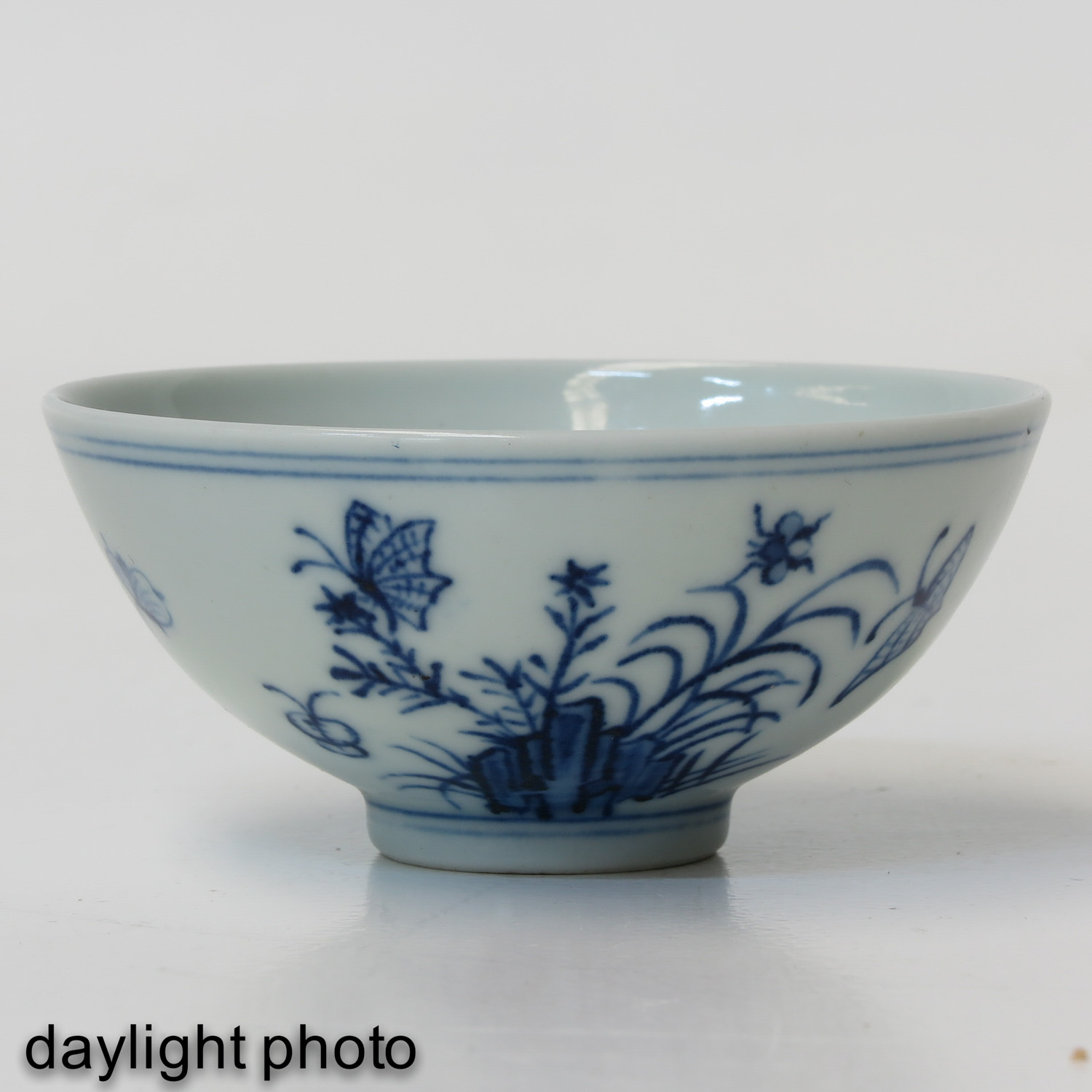 A Blue and White Cup - Image 7 of 9