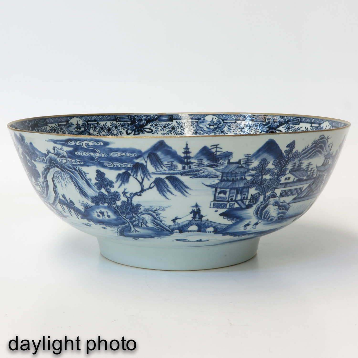 A Large Blue and White Bowl - Image 7 of 9