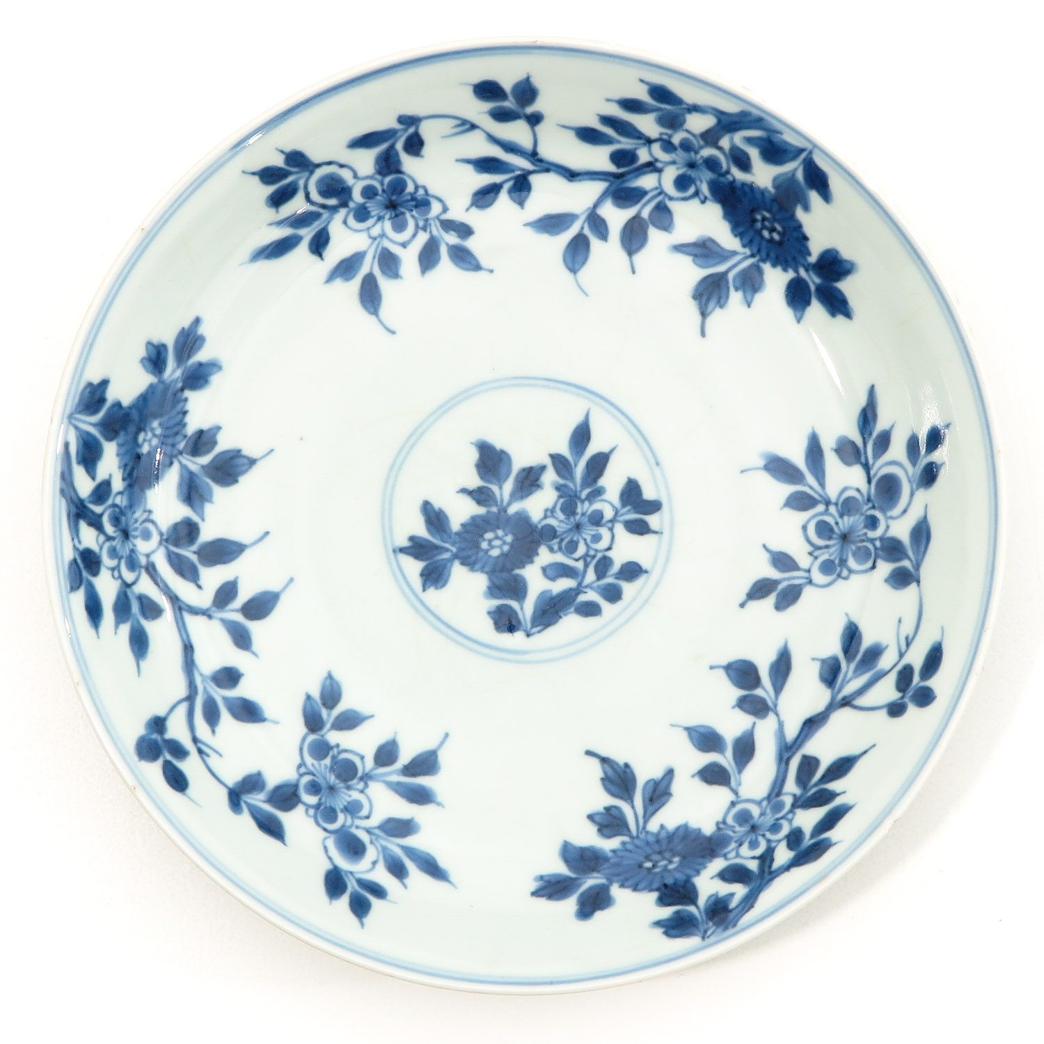 A Lot of 3 Blue and White Plates - Image 3 of 10