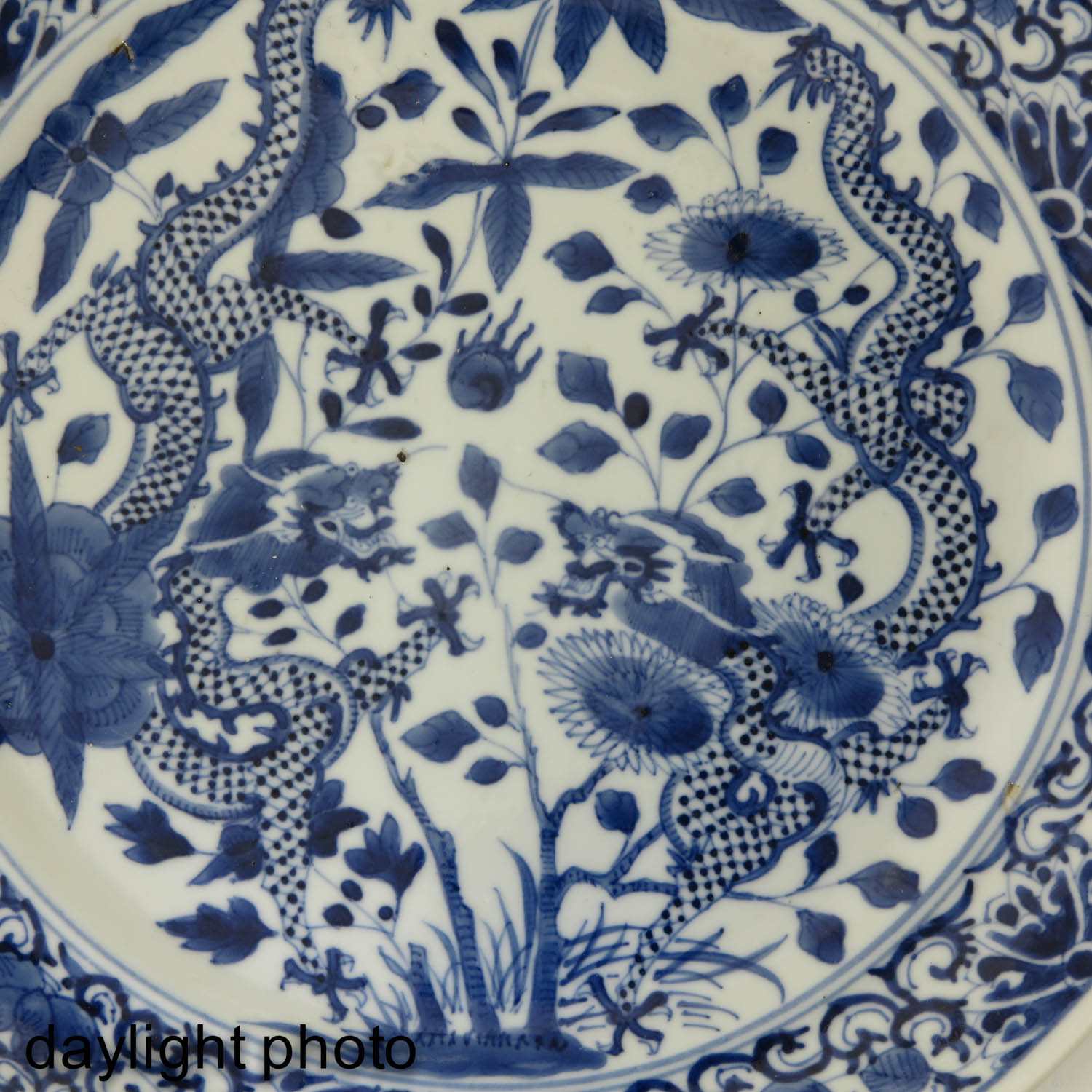 A Lot of 2 Blue and White Plates - Image 9 of 10