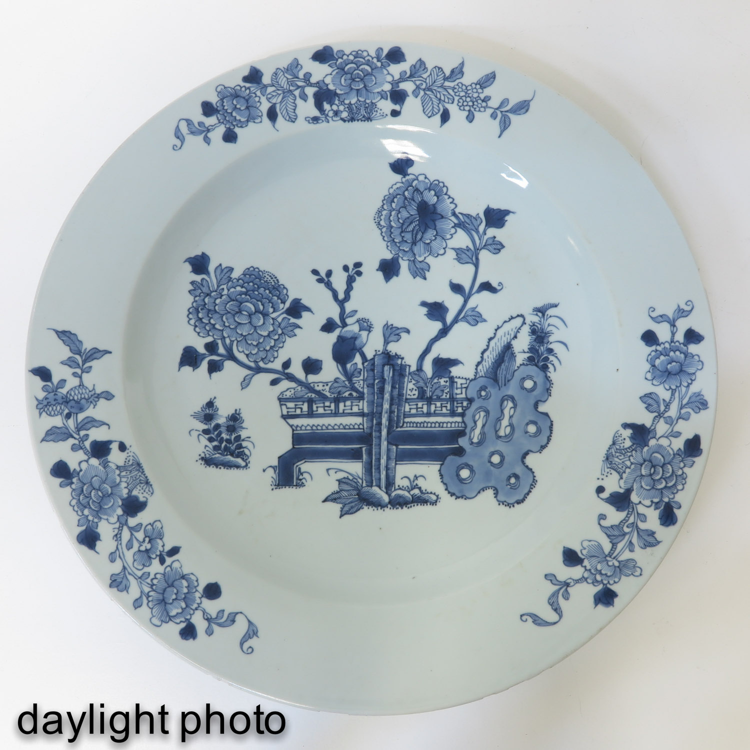 A Blue and White Charger - Image 5 of 7