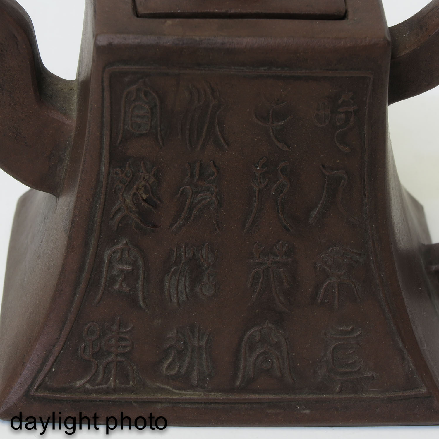 A Lot of 2 Yixing Teapots - Image 10 of 10