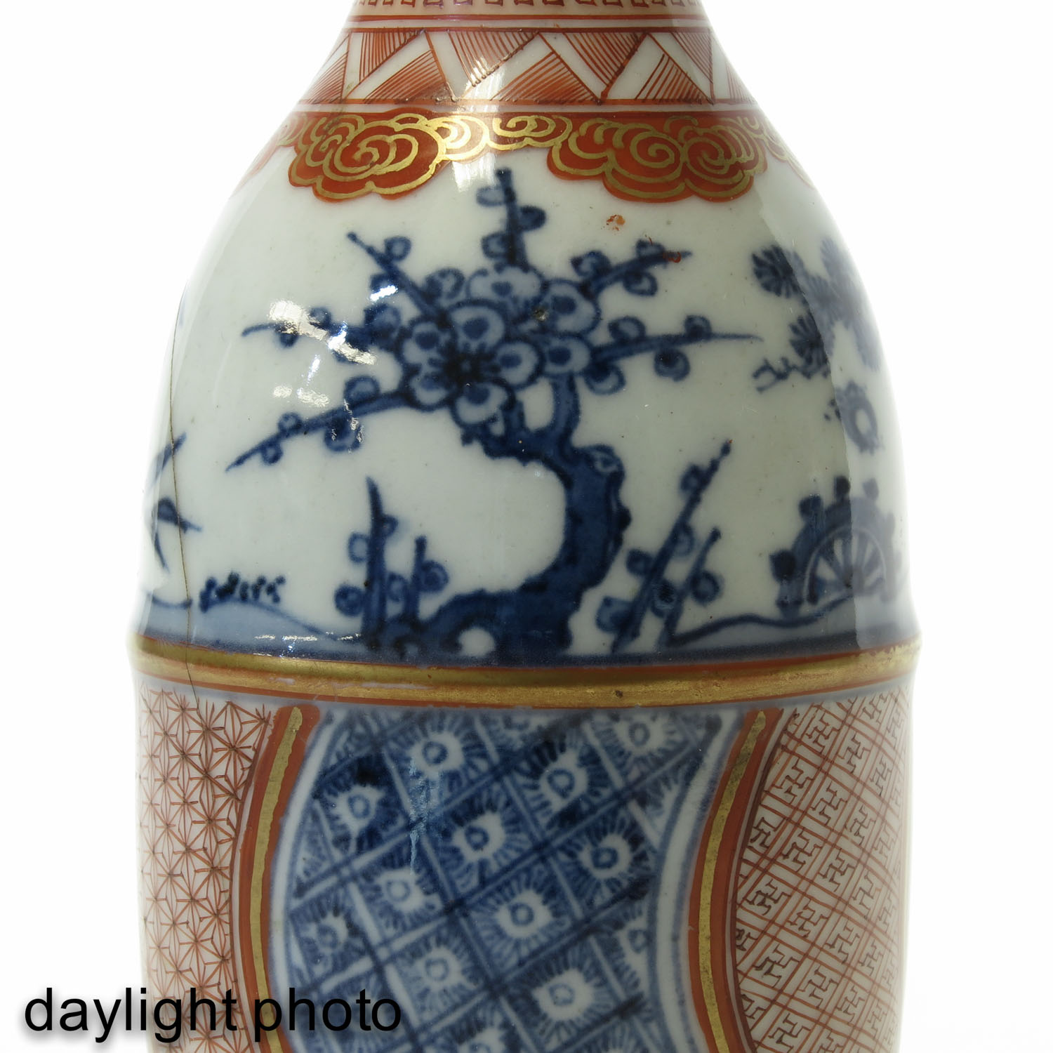 A Pair of Imari Bottles - Image 10 of 10