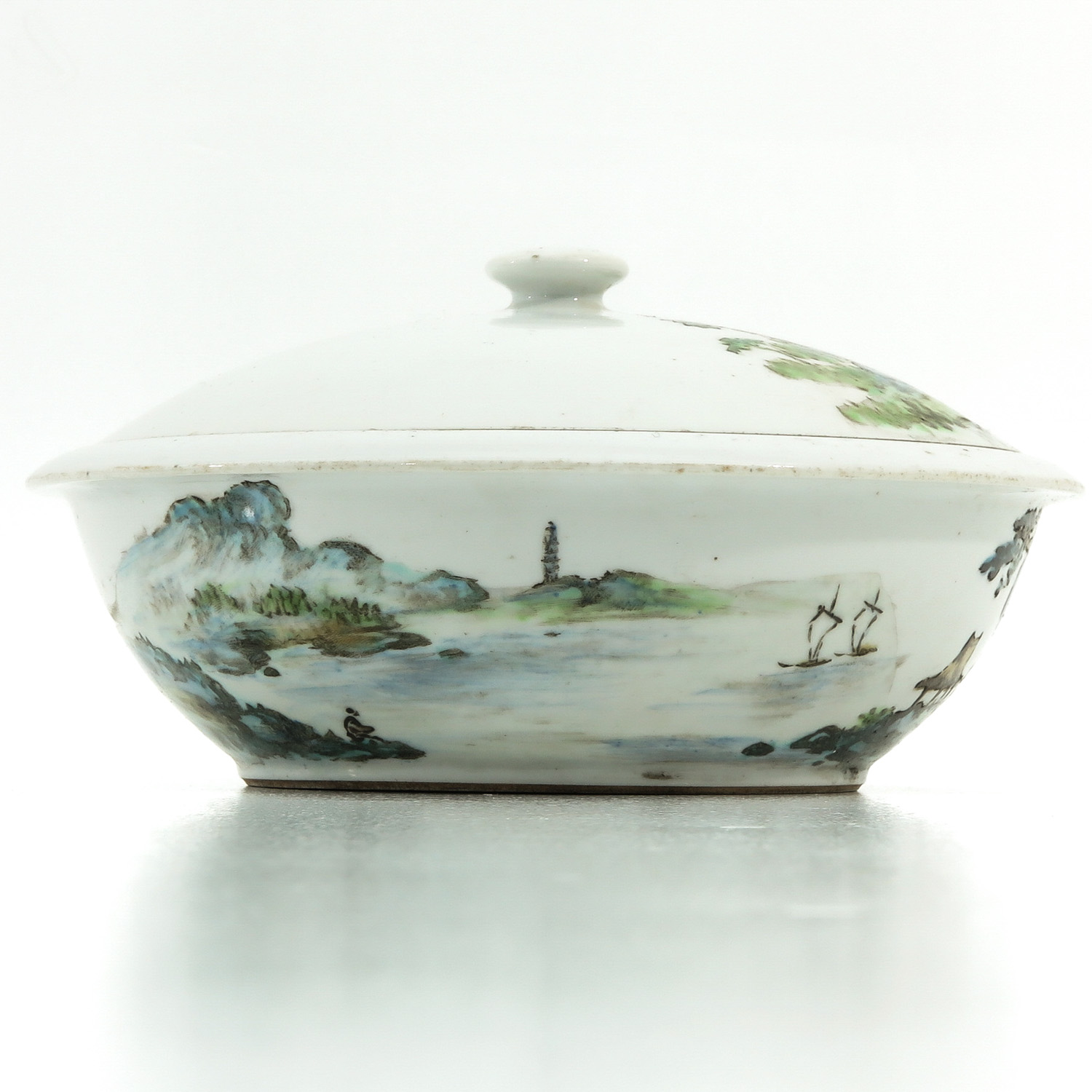 A Famille Verte Covered Bowl - Image 4 of 10