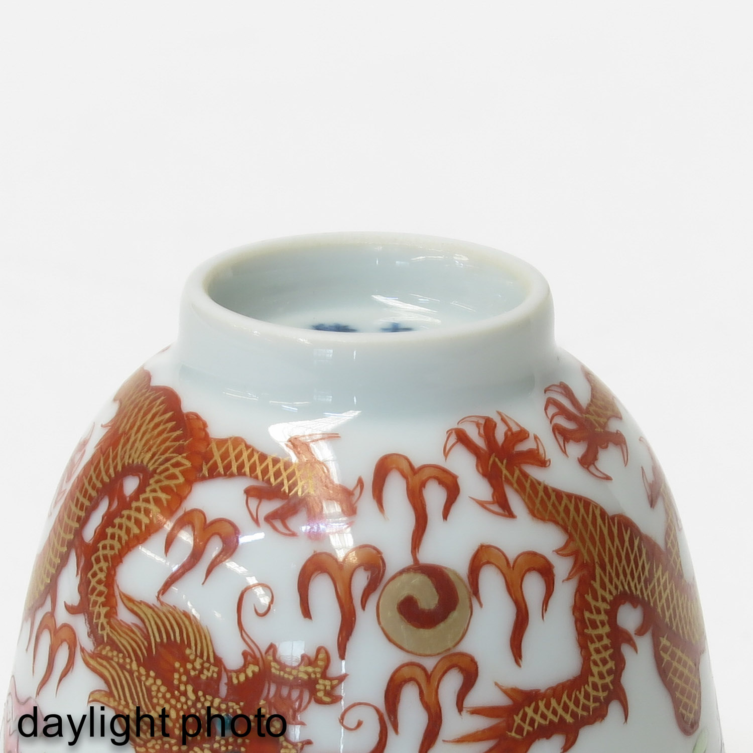 A Pair of Famille Rose Cups - Image 8 of 10