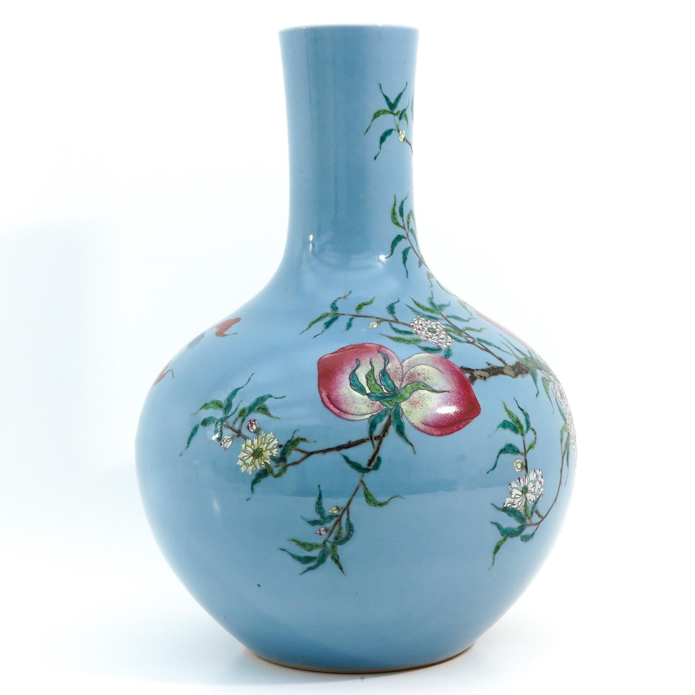 A Peach Decor Bottle Vase - Image 4 of 10