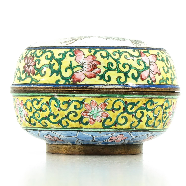 A Famille Rose Enamel Box - Image 3 of 9