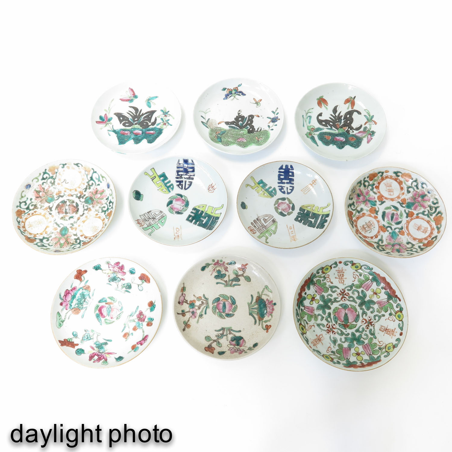 A Collection of 10 Polychrome Decor Plates - Image 9 of 10