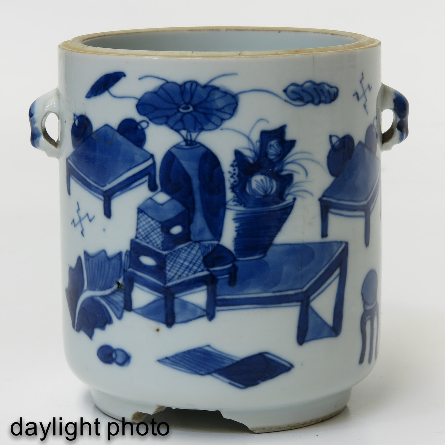 A Pair of Blue and White Jars - Image 7 of 9