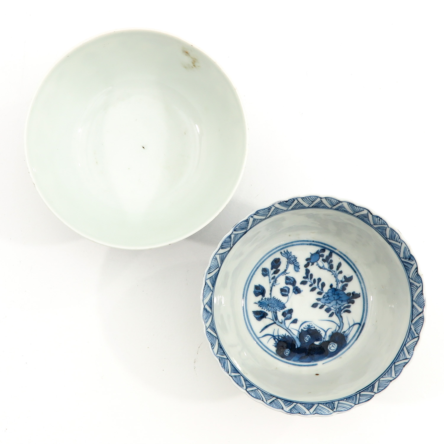 A Lot of 2 Blue and White Bowls - Image 5 of 10