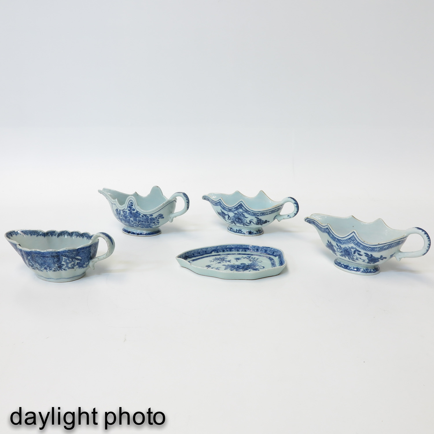A Collection of Export Porcelain - Image 7 of 9