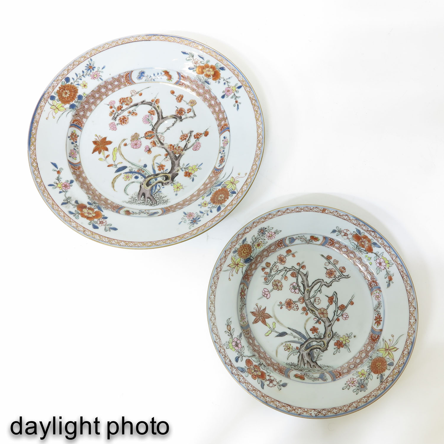 A Collection of 6 Polychrome Decor Plates - Image 7 of 9