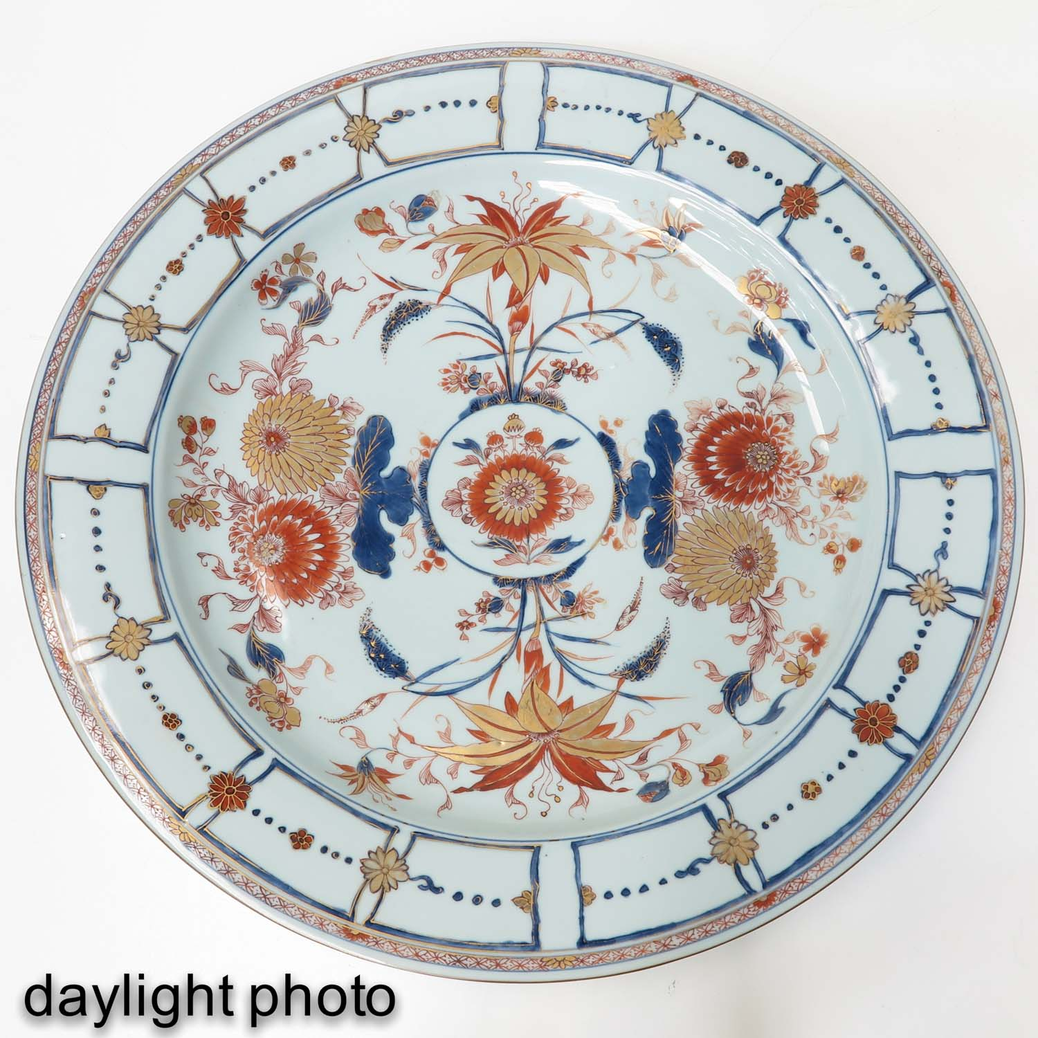 A Large Imari Charger - Image 5 of 7