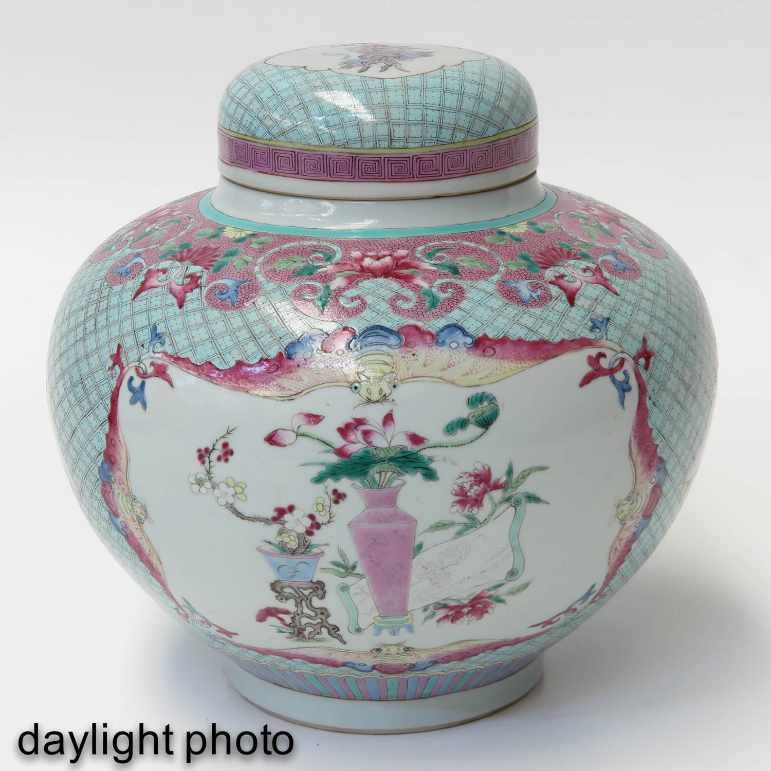 A Pair of Famille Rose Ginger Jars - Image 7 of 10