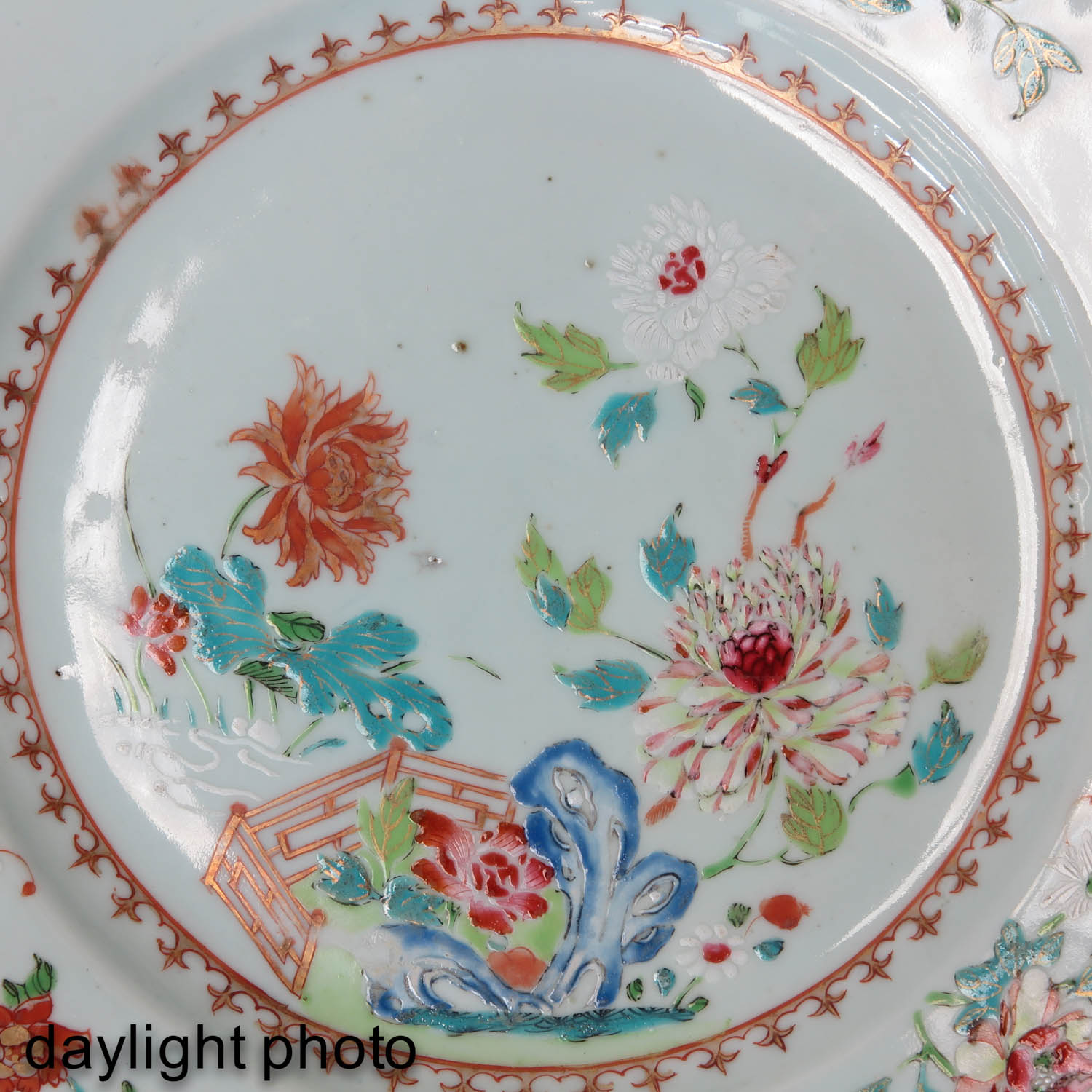 A Collection of 4 Famille Rose Plates - Image 10 of 10