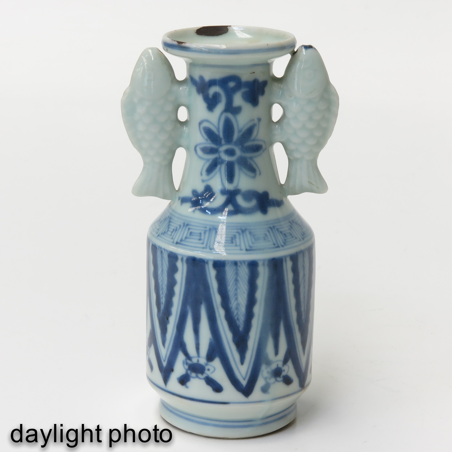 A Blue and White Twin Fish Vase - Image 7 of 9