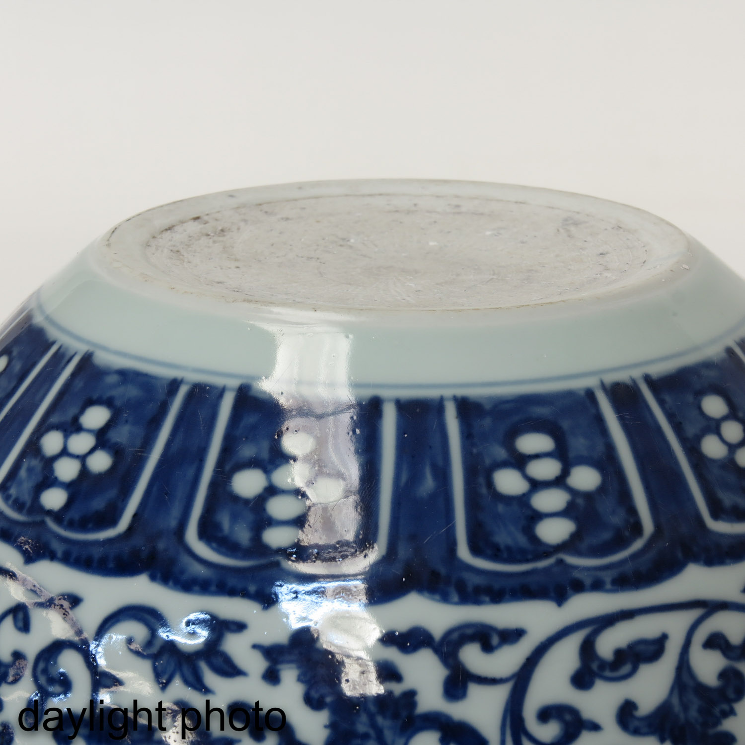A Blue and White Pot - Image 8 of 9