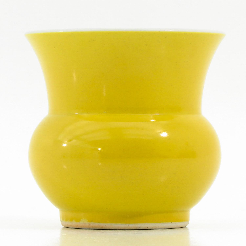 A Yellow Glazed Vase - Image 2 of 9