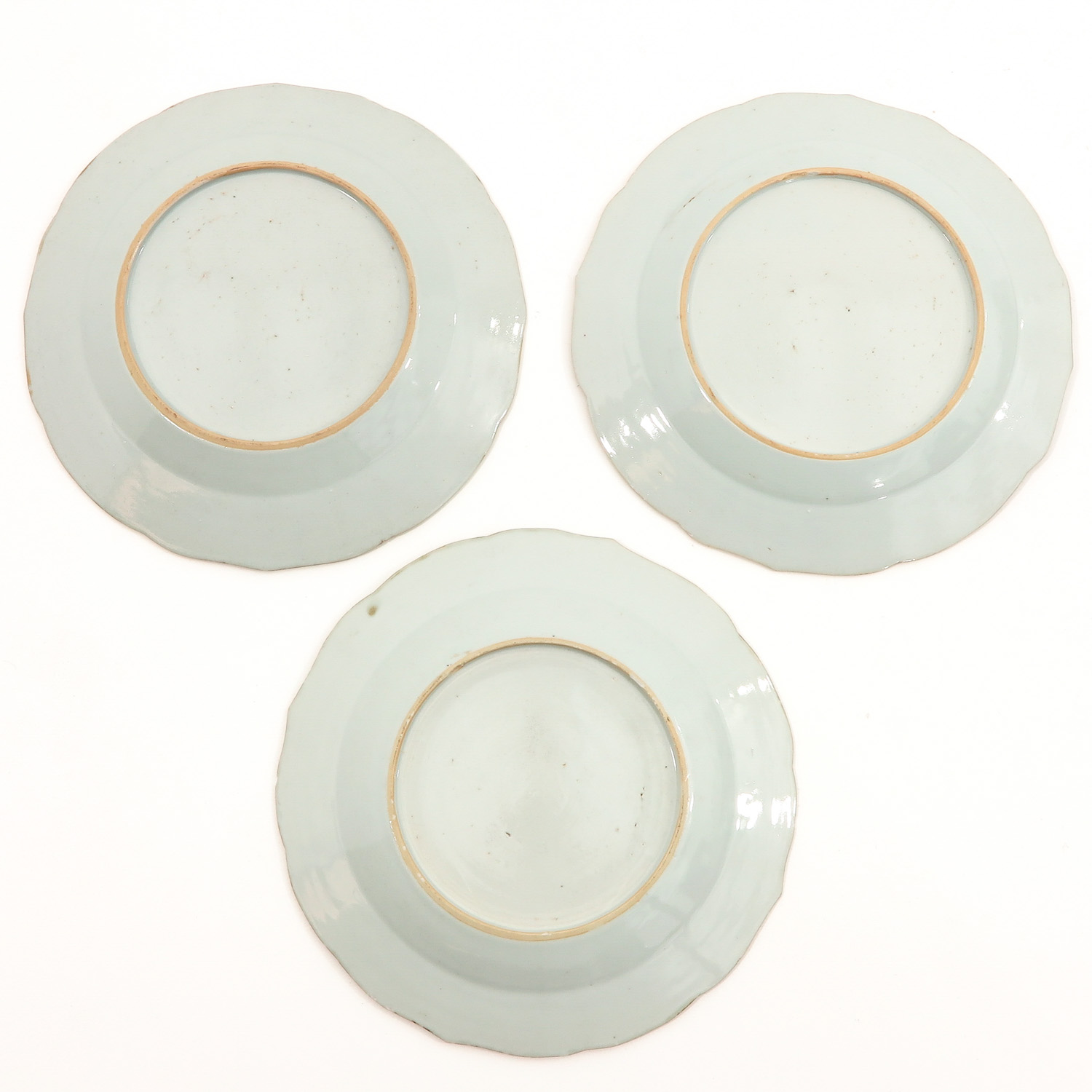 A Series of 8 Famille Rose Plates - Image 6 of 10