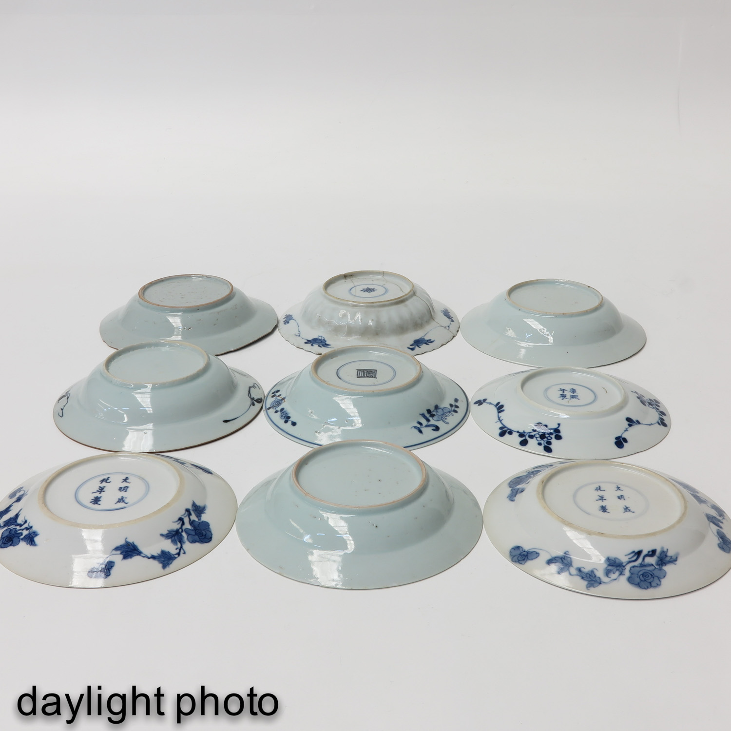 A Collection of 9 Blue and White Plates - Image 10 of 10