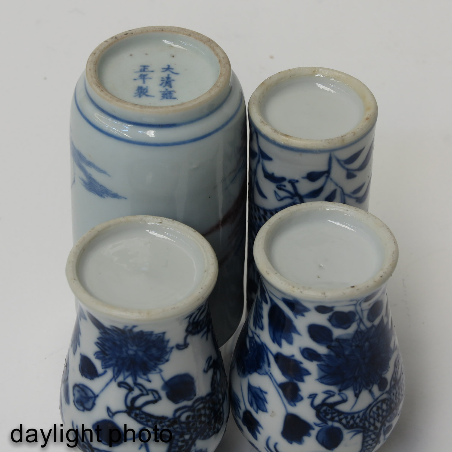 A Collection of 4 Miniature Vases - Image 8 of 10