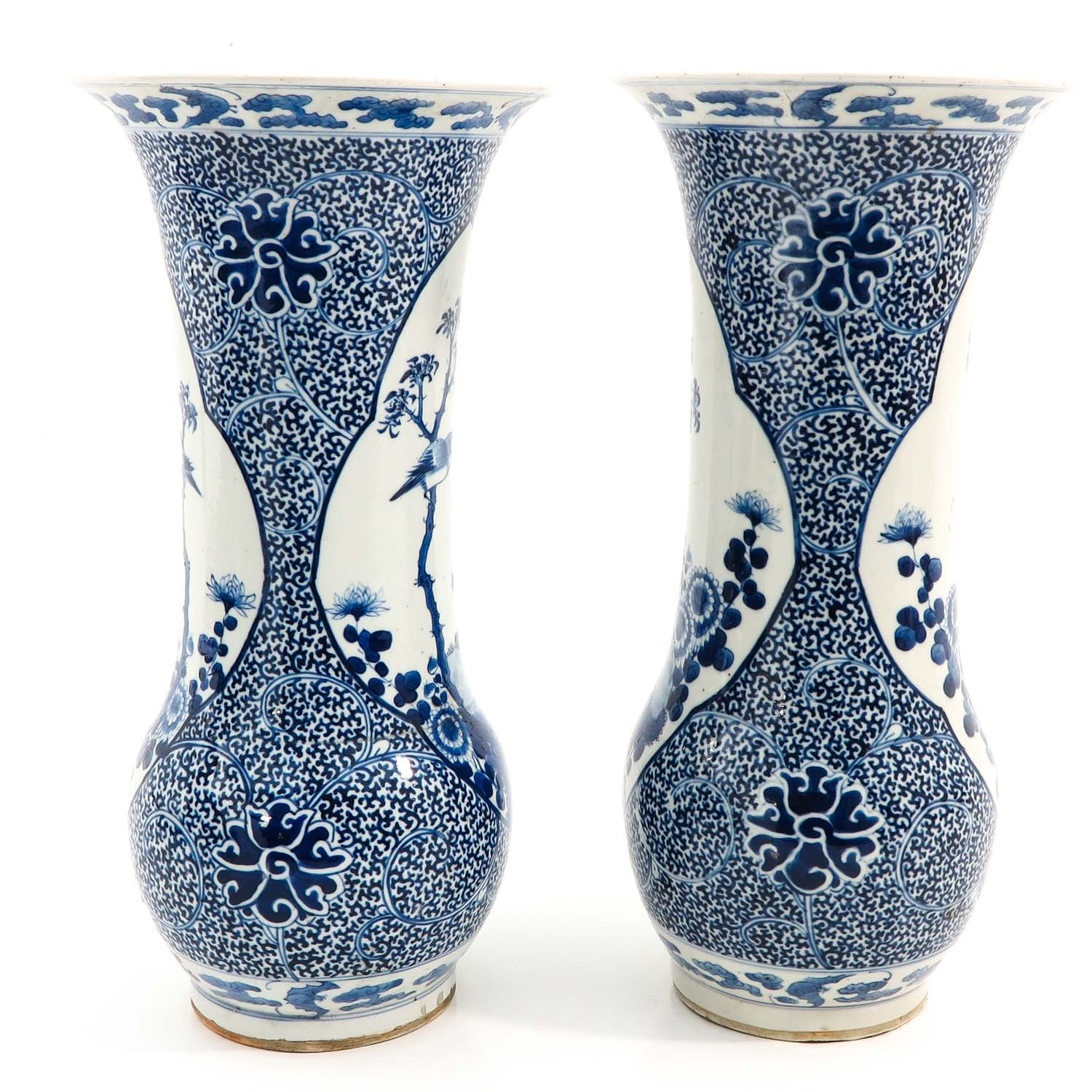 A Pair of Blue and White Vases - Image 4 of 10
