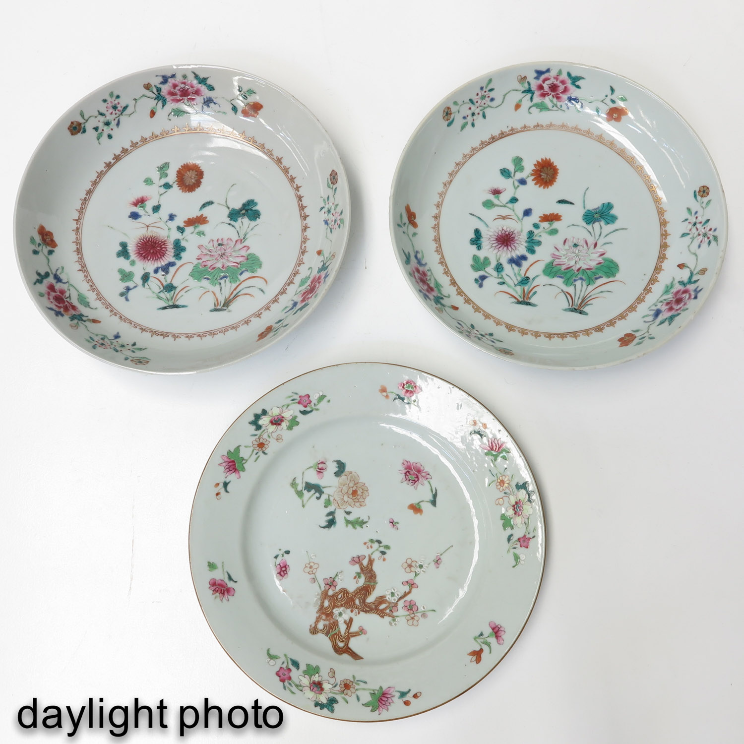 A Collection of 3 Famille Rose Plates - Image 9 of 10