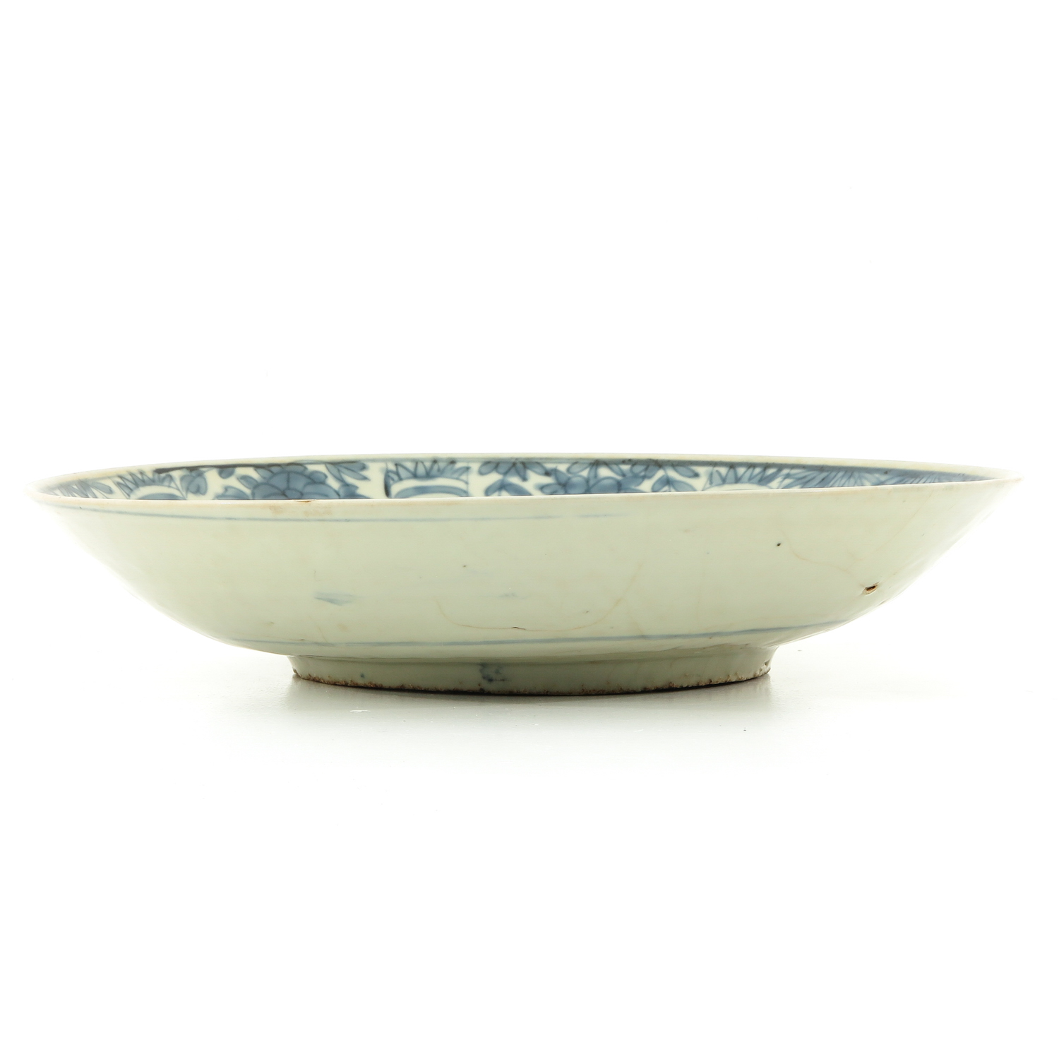 A Blue and White Ming Charger - Image 4 of 7