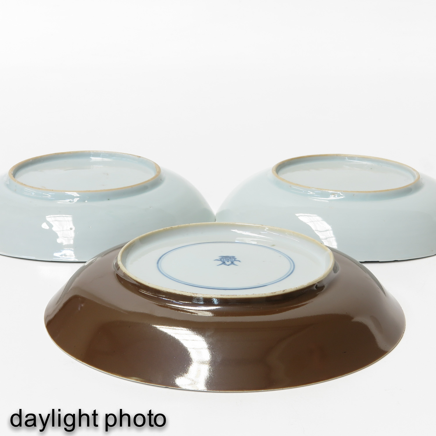 A Lot of 3 Blue and White Plates - Image 10 of 10