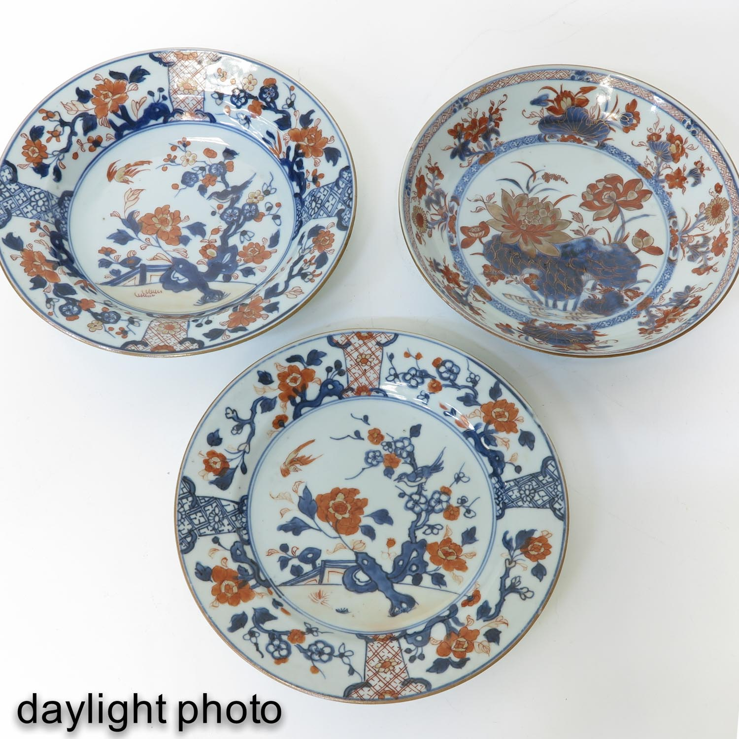 A Collection of 8 Imari Decor Plates - Image 9 of 10