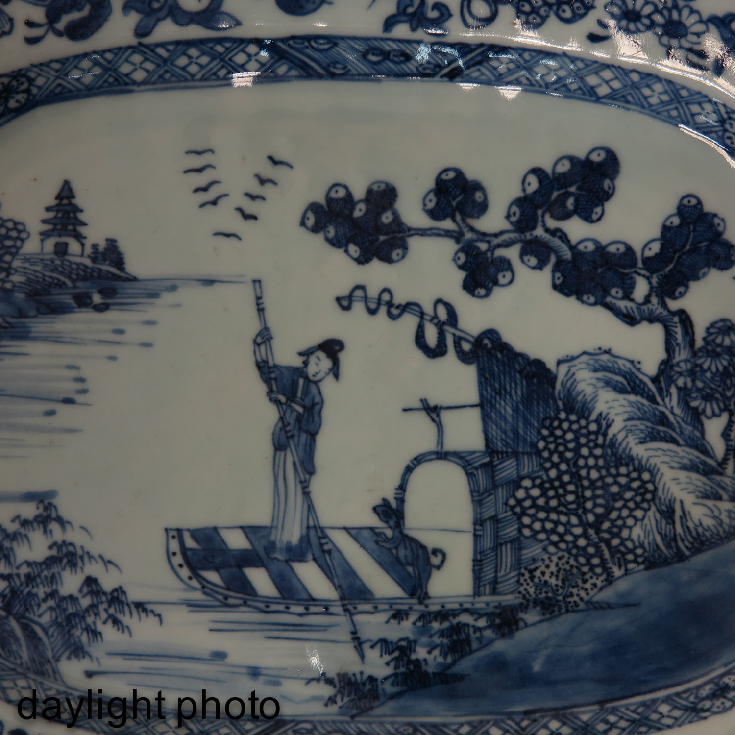 A Blue and White Serving Dish - Image 7 of 7