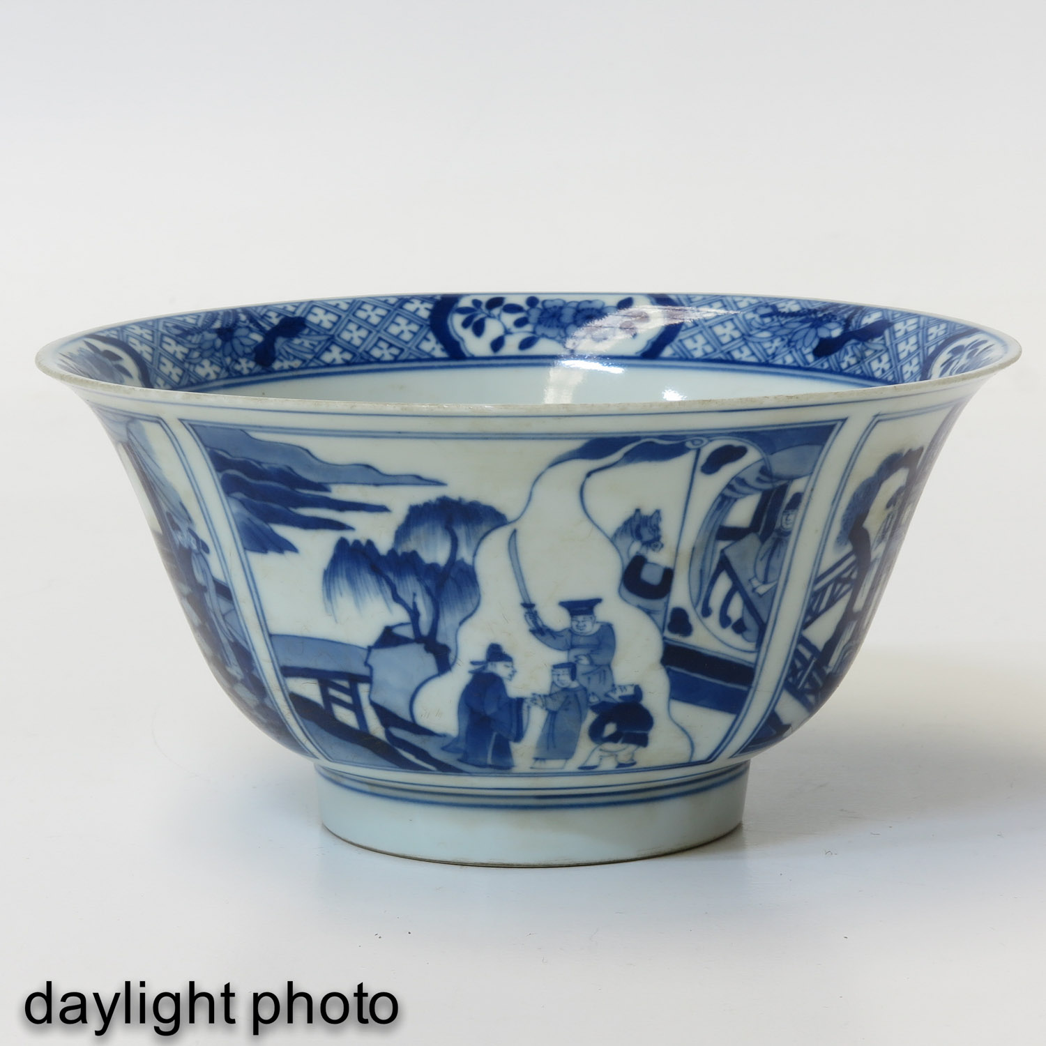 A Blue and White Flared Rim Dish - Image 7 of 10