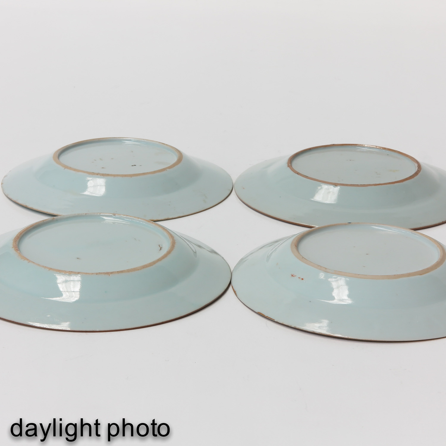 A Series of 4 Famille Rose Plates - Image 8 of 10