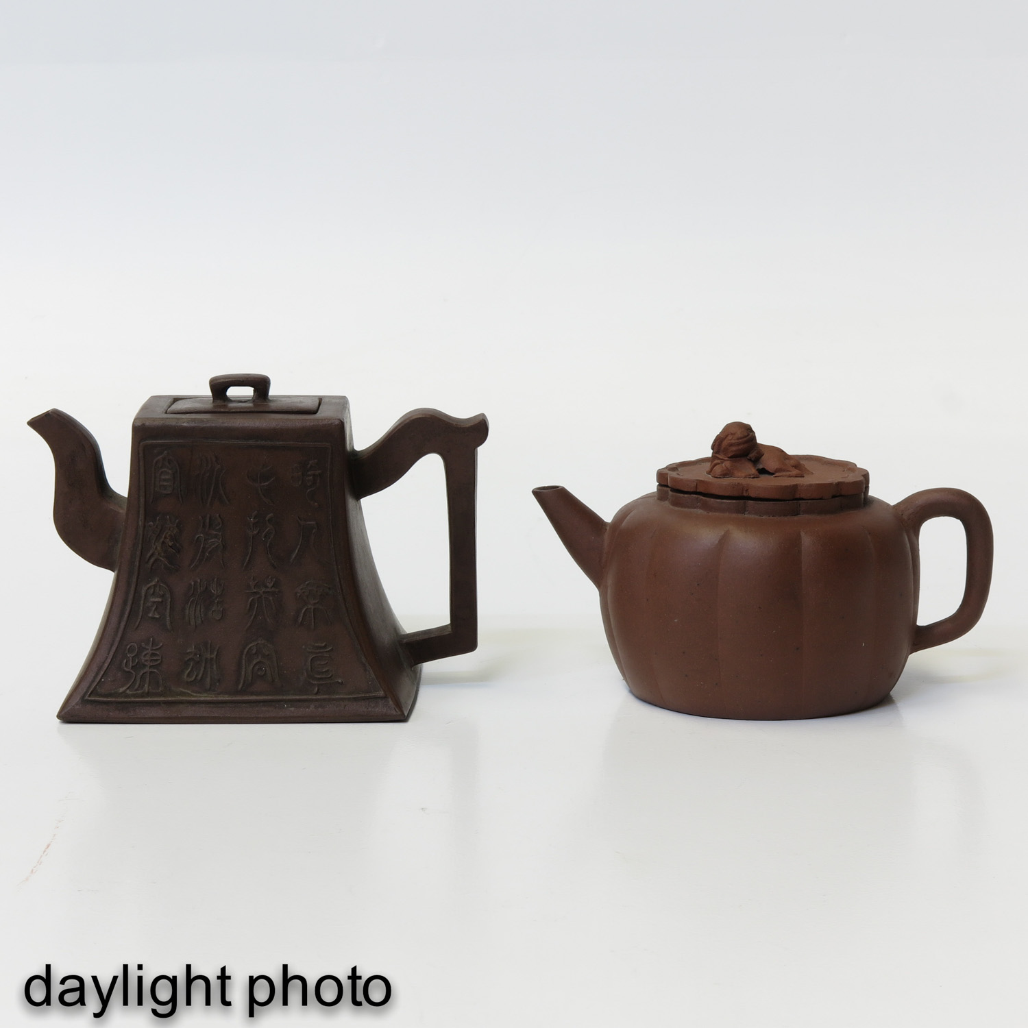 A Lot of 2 Yixing Teapots - Image 7 of 10