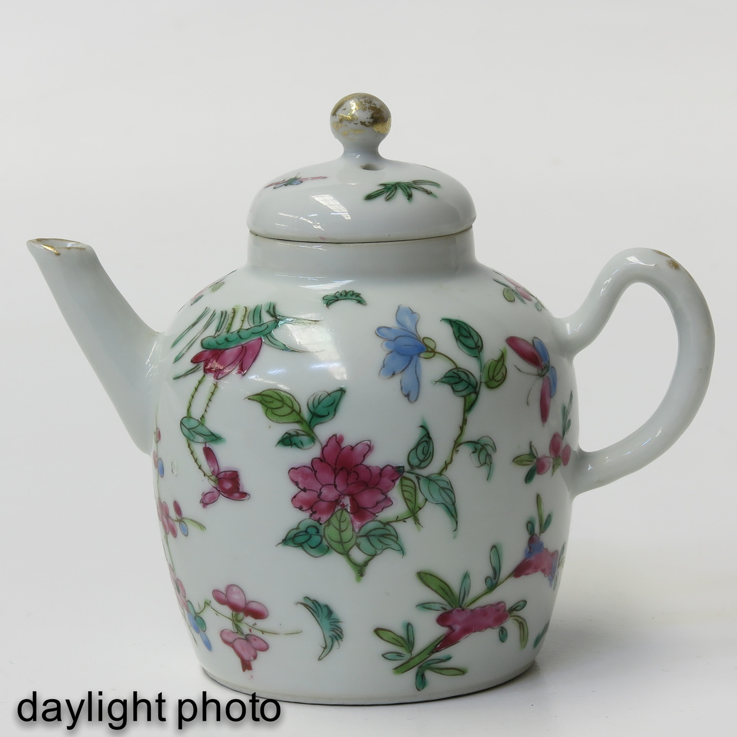 A Famille Rose Teapot - Image 7 of 9