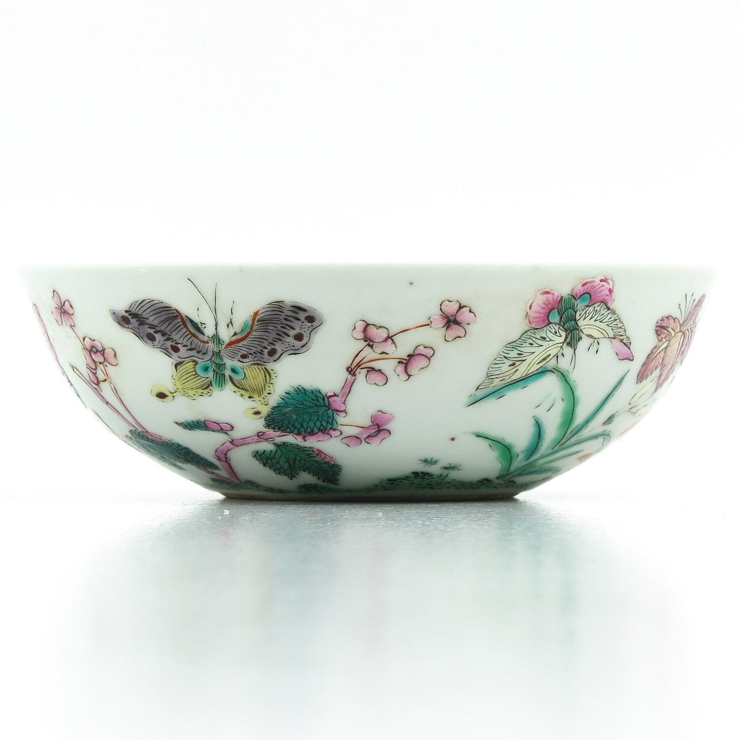 A Famille Rose Bowl - Image 3 of 9