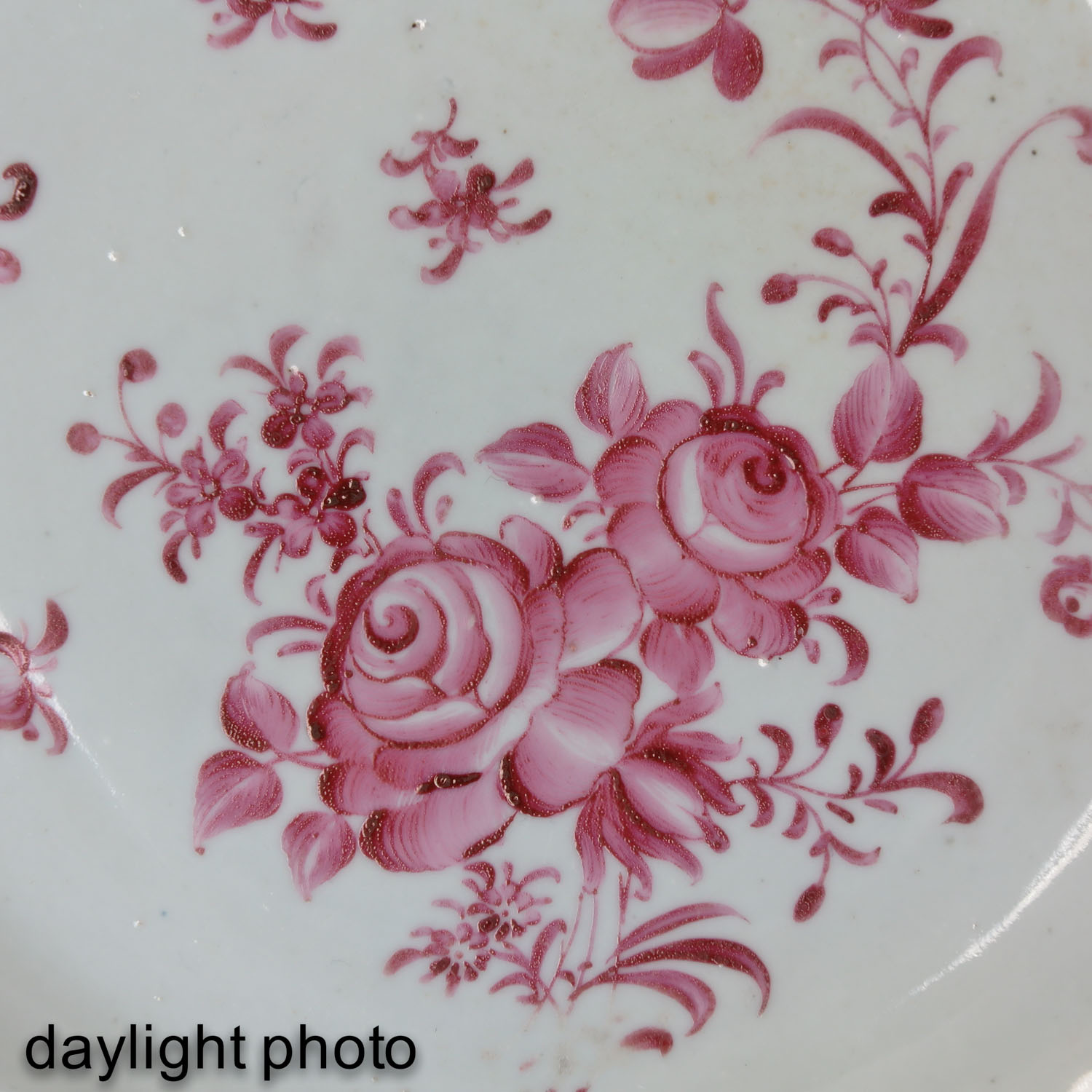 A Collection of 5 Famille Rose Plates - Image 10 of 10