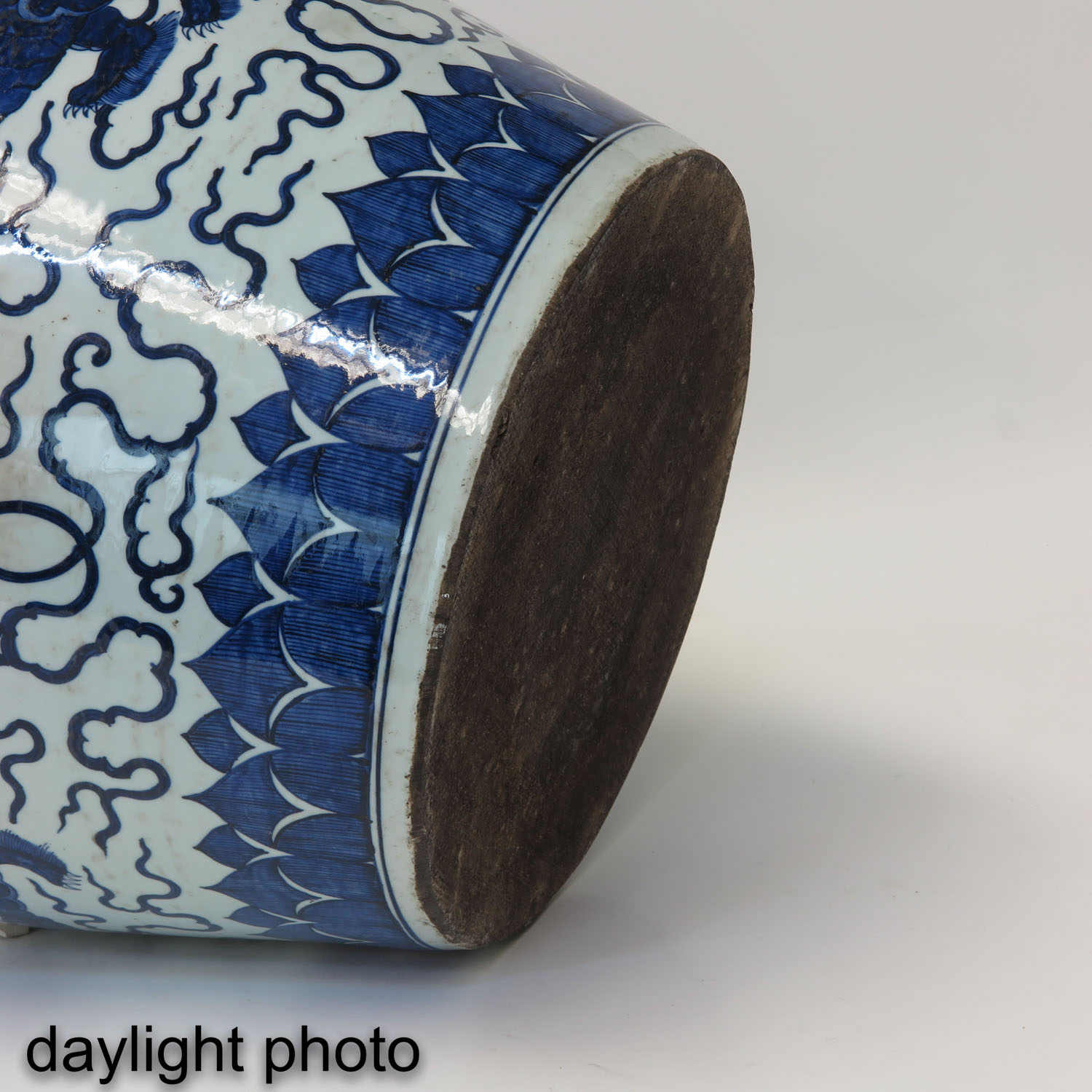 A Large Blue and White Planter - Image 8 of 10
