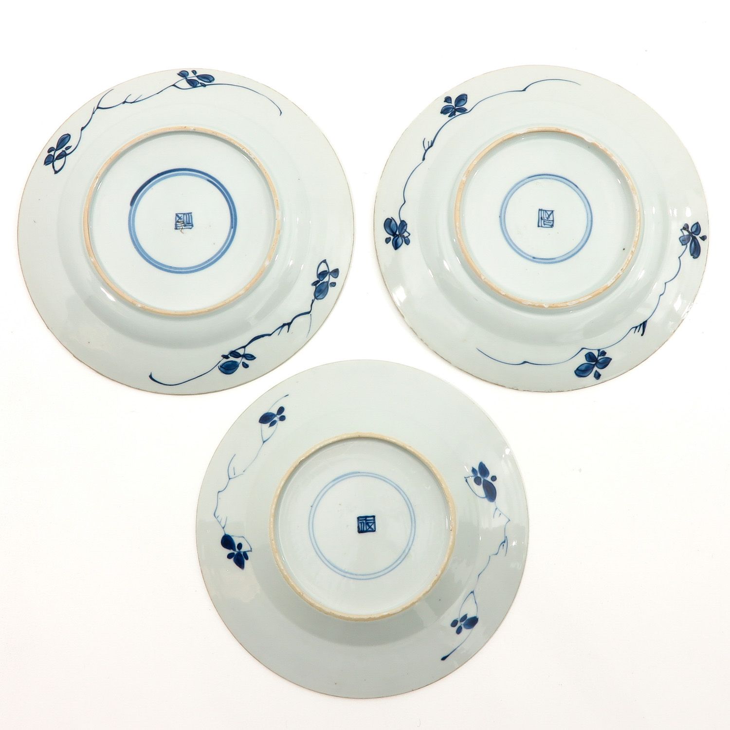 A Lot of 3 Blue and White Plates - Image 2 of 10