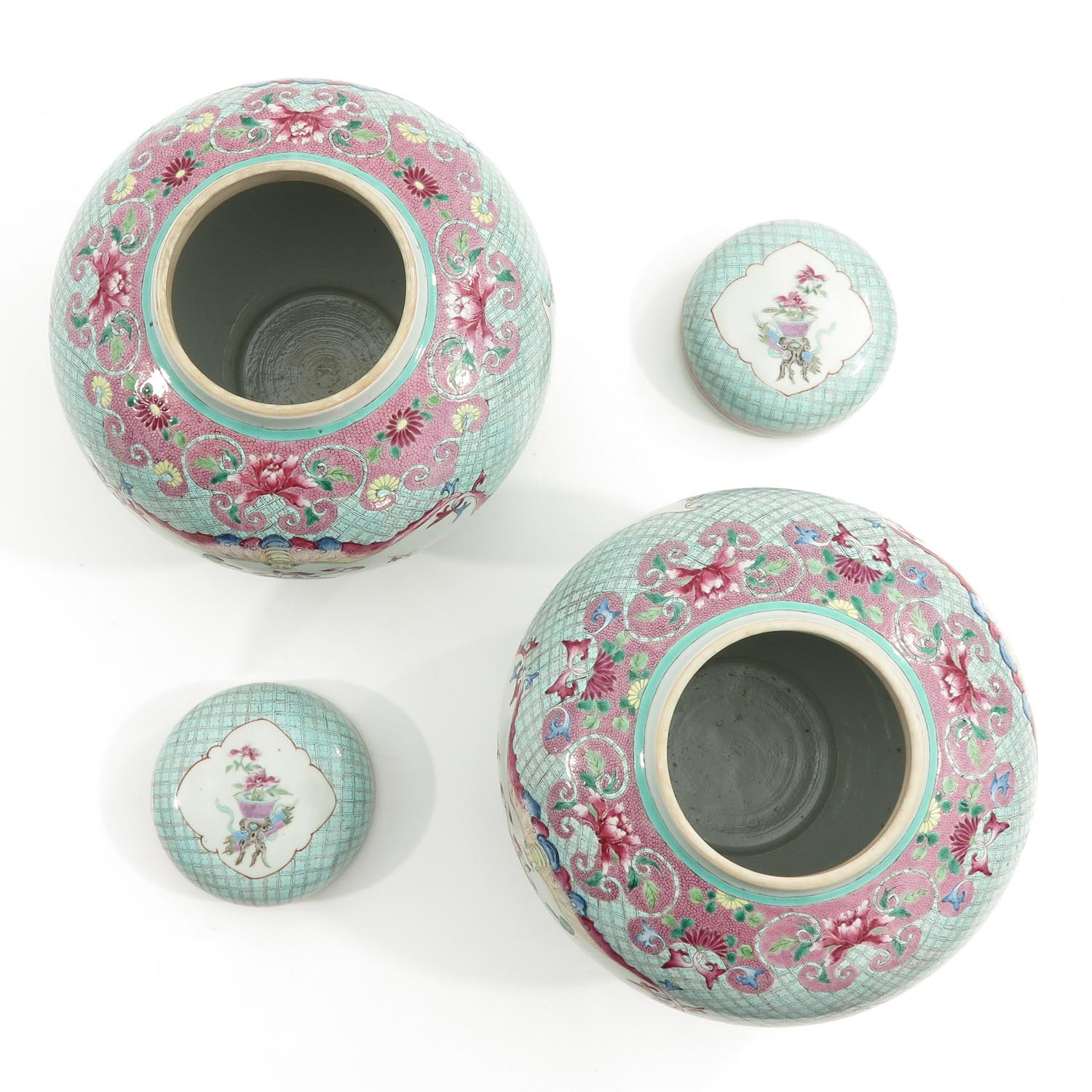 A Pair of Famille Rose Ginger Jars - Image 5 of 10