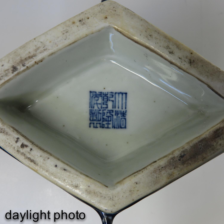 A Blue Glaze Vase - Image 9 of 10