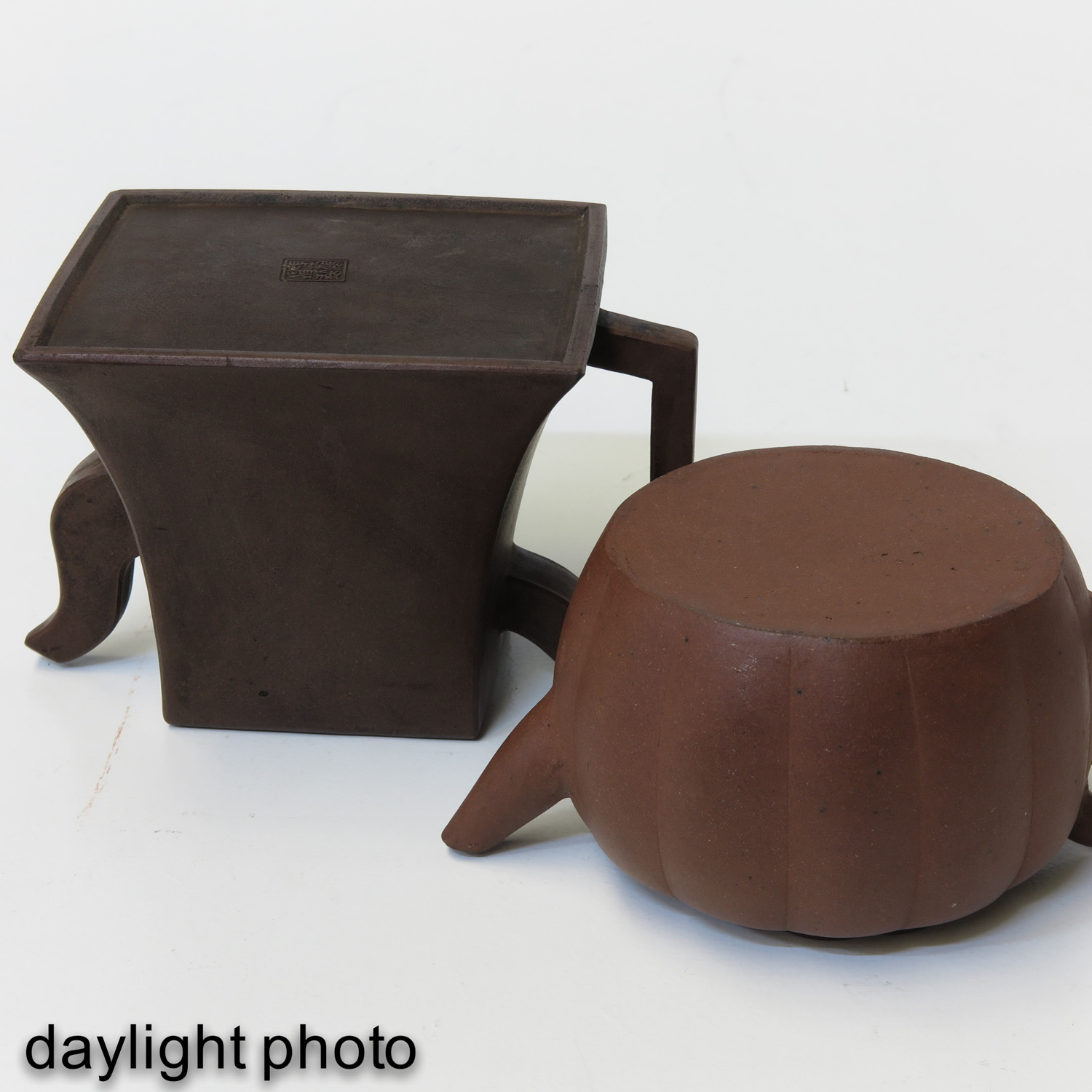 A Lot of 2 Yixing Teapots - Image 8 of 10