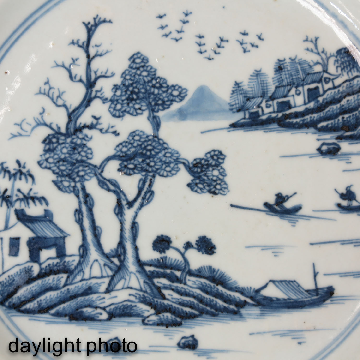 A Collection of 4 Blue and White Plates - Image 9 of 10