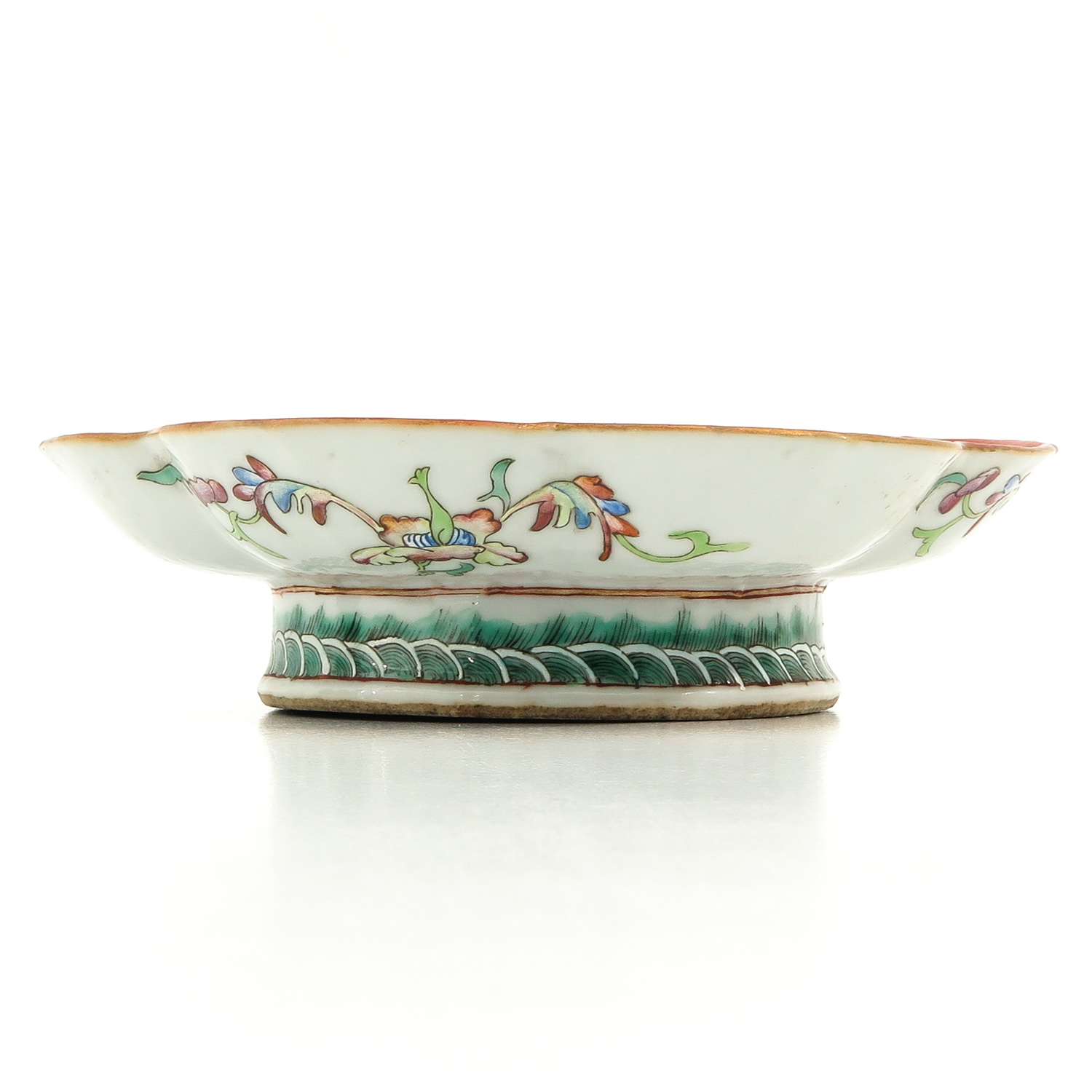 A Famille Rose Altar Dish - Image 4 of 10
