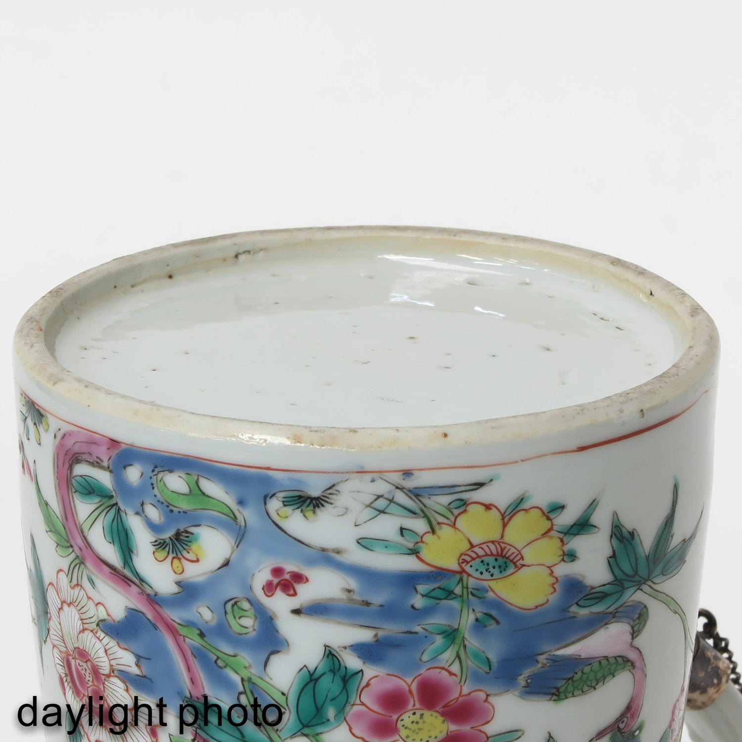 A Famille Rose Chocolate Pot - Image 8 of 10