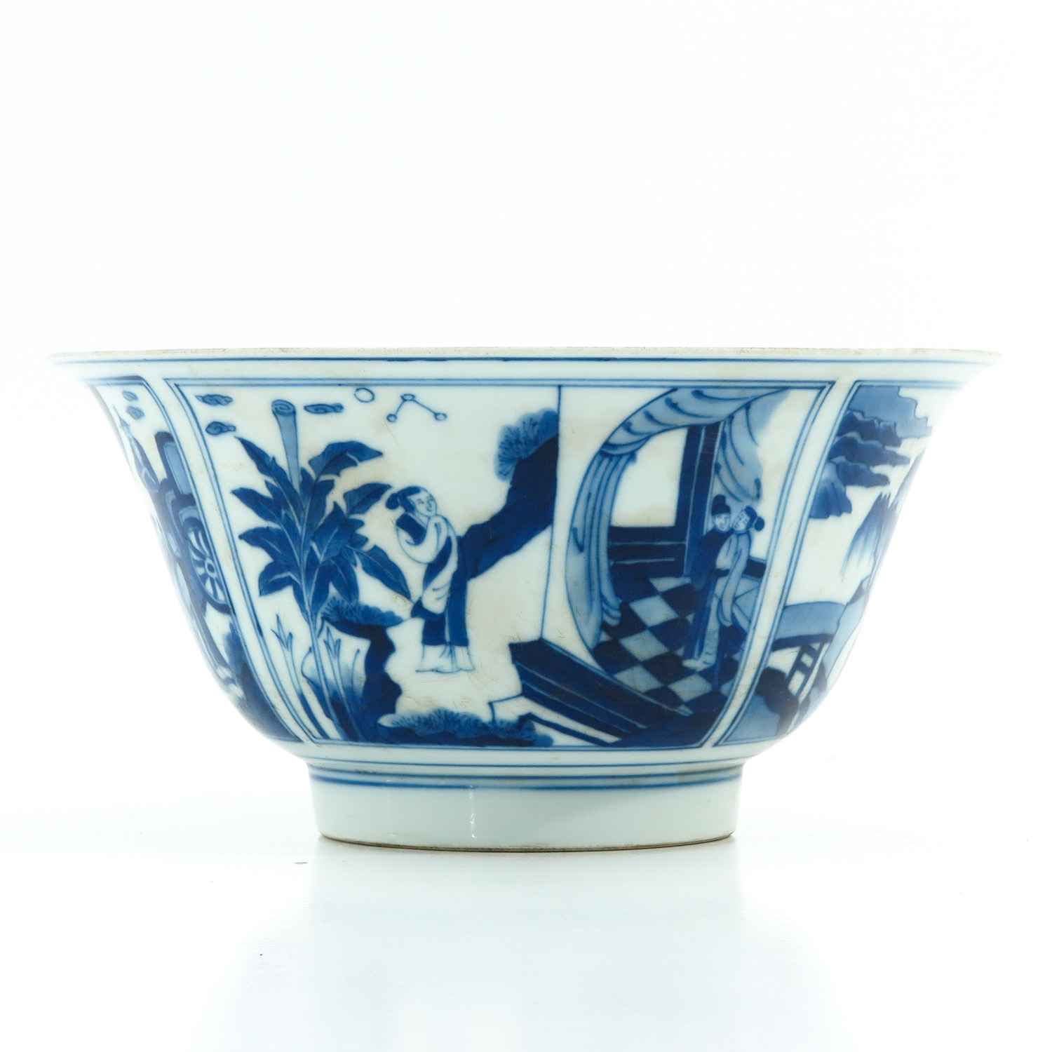 A Blue and White Flared Rim Dish - Image 2 of 10