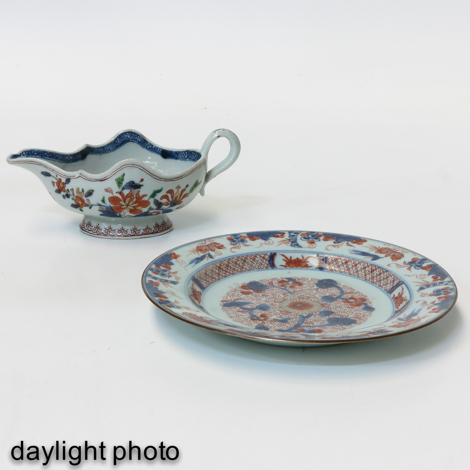 An Imari Plate and Gravy Boat - Image 7 of 10