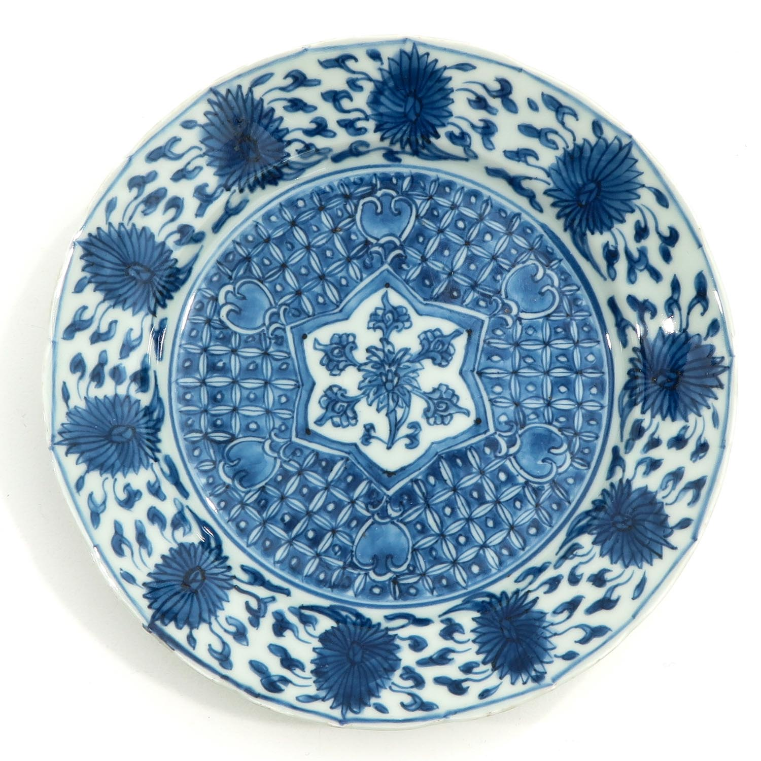 A Lot of 2 Blue and White Plates - Image 5 of 10