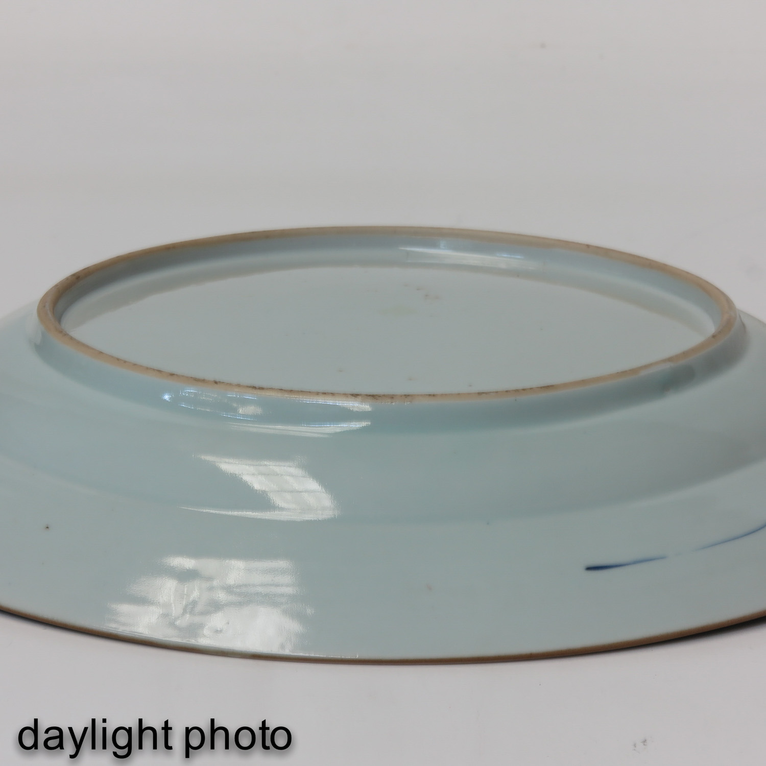 A Blue and White Charger - Image 6 of 7
